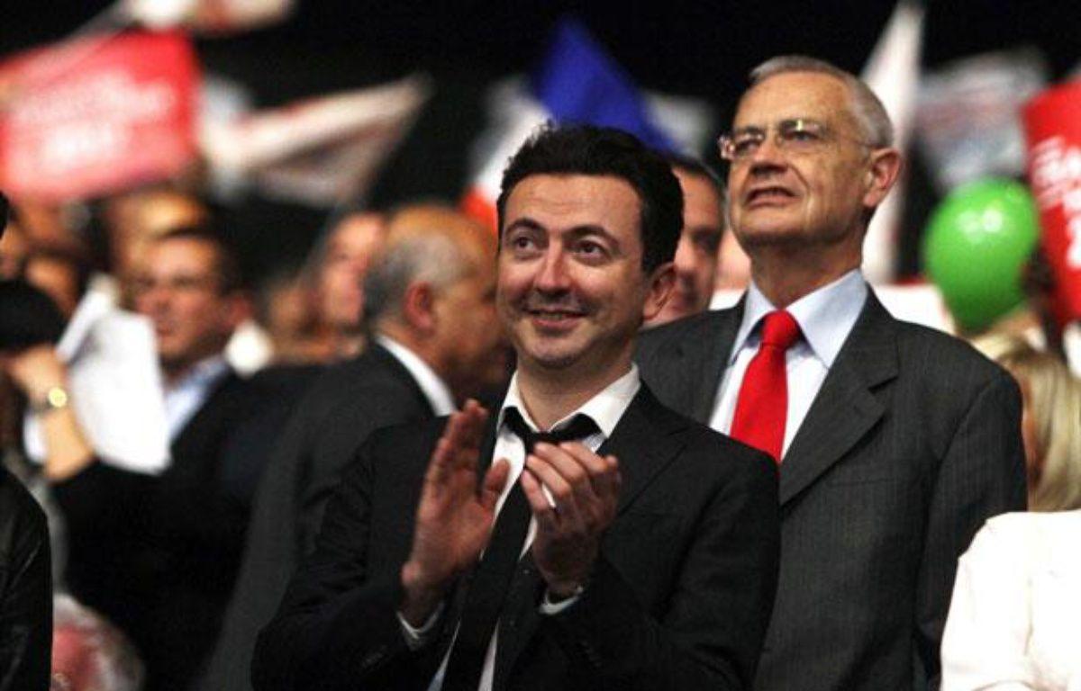L'humoriste Gérald Dahan lors d'un meeting de François Hollande à Marseille, le 14 mars 2012. – K.VILLALONGA / SIPA