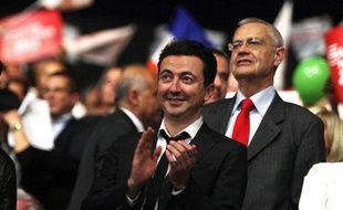 L'humoriste Gérald Dahan lors d'un meeting de François Hollande à Marseille, le 14 mars 2012.