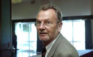 Yves Bonnet, ancien directeur de la DST, le 28 octobre 2002 à Alger lors d'un colloque international sur le terrorisme.