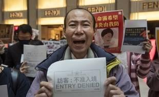 Manifestation à Hong Kong demandant la fermeture des frontières entre Hong Kong et la Chine pour éviter la propagation du coronavirus.