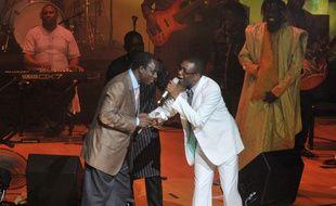 Thione Seck et Youssou Ndour, en 2012, à Dakar.
