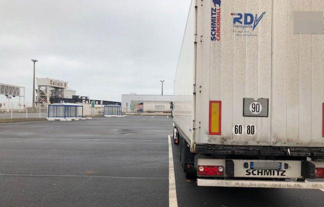 Les camions au compte gouttes sur le port de Calais.