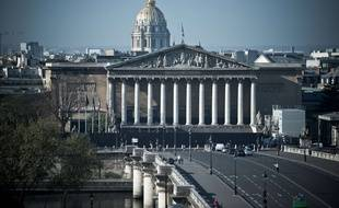 L'assemblée Nationale (Palais Bourbon) et le dôme des Invalides.