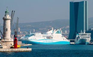 Un bateau de la Méridionale dans le port de Marseille