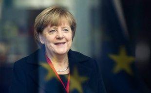 La chancellière Angela Merkel sous le reflet du drapeau européen, le 13 novembre 2015 à Berlin
