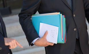 Le Premier ministre Jean Castex a laissé un message caché aux photographes à la sortie du conseil des ministres le 29 juillet 2020.