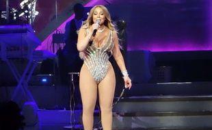 Mariah Carey fait le minimum sur scèné