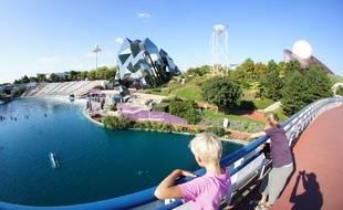 Vue sur la parc d'attraction du Futuroscope.