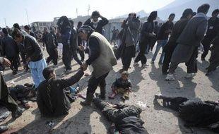 Au moins 59 personnes ont péri mardi dans deux attentats en Afghanistan, dont le plus meurtrier, perpétré par un kamikaze, a tué notamment des enfants à Kaboul dans une procession chiite de l'Achoura, une des fêtes les plus sacrées de cette branche de l'islam, minoritaire dans ce pays.
