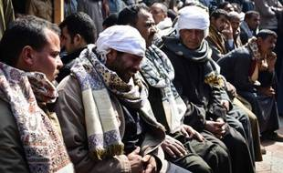 Des proches des Egyptiens coptes décapités en Libye par le groupe EI, se lamentent à l'annonce de la nouvelle le 16 février 2015 dans le village de Al-Awar (sud de l'Egypte)