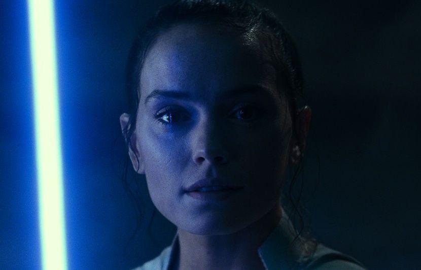 J.J. Abrams annonce de nouveaux pouvoirs liés à la Force... Daisy Ridley décrit l'épisode IX de « Star Wars » en un mot...