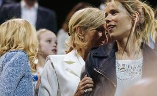 Tiphaine Auzière et sa mère Brigitte Macron à un meeting d'Emmanuel Macron en avril 2017