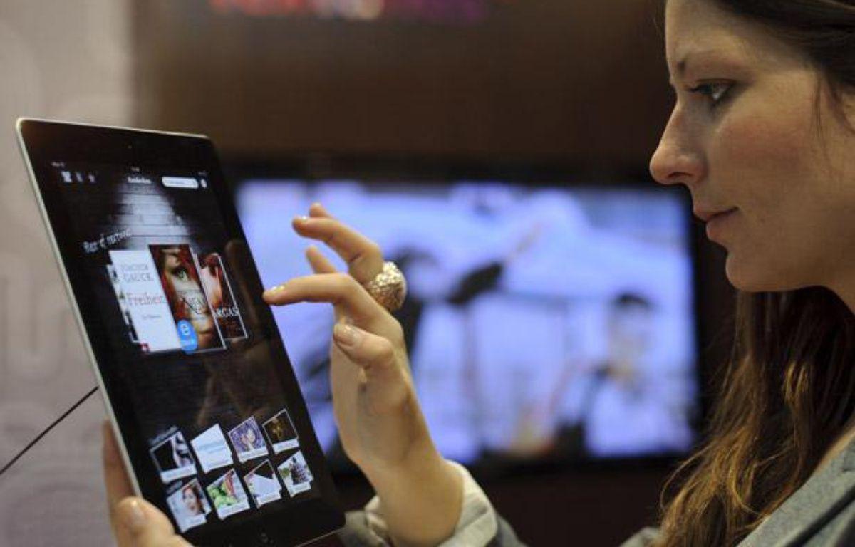 Des livres numériques sur iPad. – ROBERT MICHAEL / AFP