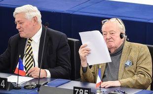 Jean-Marie Le Pen et Bruno Gollnisch au Parlement européen, le 4 avril 2017.
