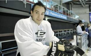 A 20 ans, le défenseur canadien a été recruté pour donner plus de poids aux Strasbourgeois lors des phases de supériorité numérique.