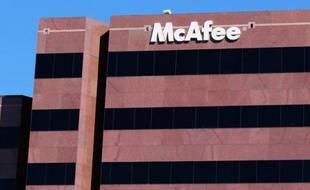 John McAfee, fondateur et ex-patron de la société éponyme de sécurité informatique, est recherché pour le meurtre présumé d'un autre citoyen américain dans une île de villégiature de Bélize, a indiqué lundi la police de ce pays.