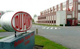 Une usine du groupe DuPont en Belgique, à Mechelen le 3 octobre 2004