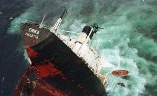 Total étudiait jeudi sa stratégie après sa condamnation dans le naufrage de l'Erika : faire appel pour refuser que les compagnies pétrolières soient tenues responsables de l'état des bateaux ou jeter l'éponge pour ne pas noircir son image ni risquer des plus gros dommages