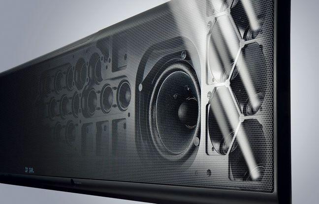 Les haut-parleurs orientés vers le haut de la barre de son Dolby Atmos Yamaha YSP5600.