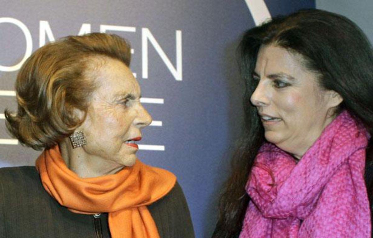 Liliane Bettencourt et sa fille Françoise Meyers-Bettencourt, le 3 mars 2011 à Paris. – Thibault Camus/AP/SIPA