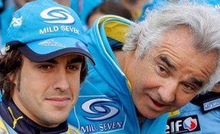 Fernando Alonso (à g.), au côté de Flavio Briatore, le patron de Renault, en avril 2006.