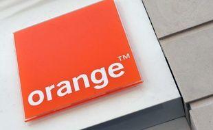 Enseigne Orange à Paris.