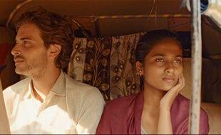 Roman Kolinka et Aarshi Banerjee dans Maya de Mia Hansen-Løve