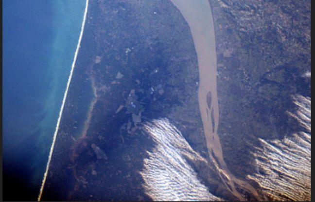 «L'estuaire de la Gironde en Nouvelle Aquitaine, ou la bouche de la France, semblait presque nous sourire quand on l'a survolé…», écrit l'astronaute.