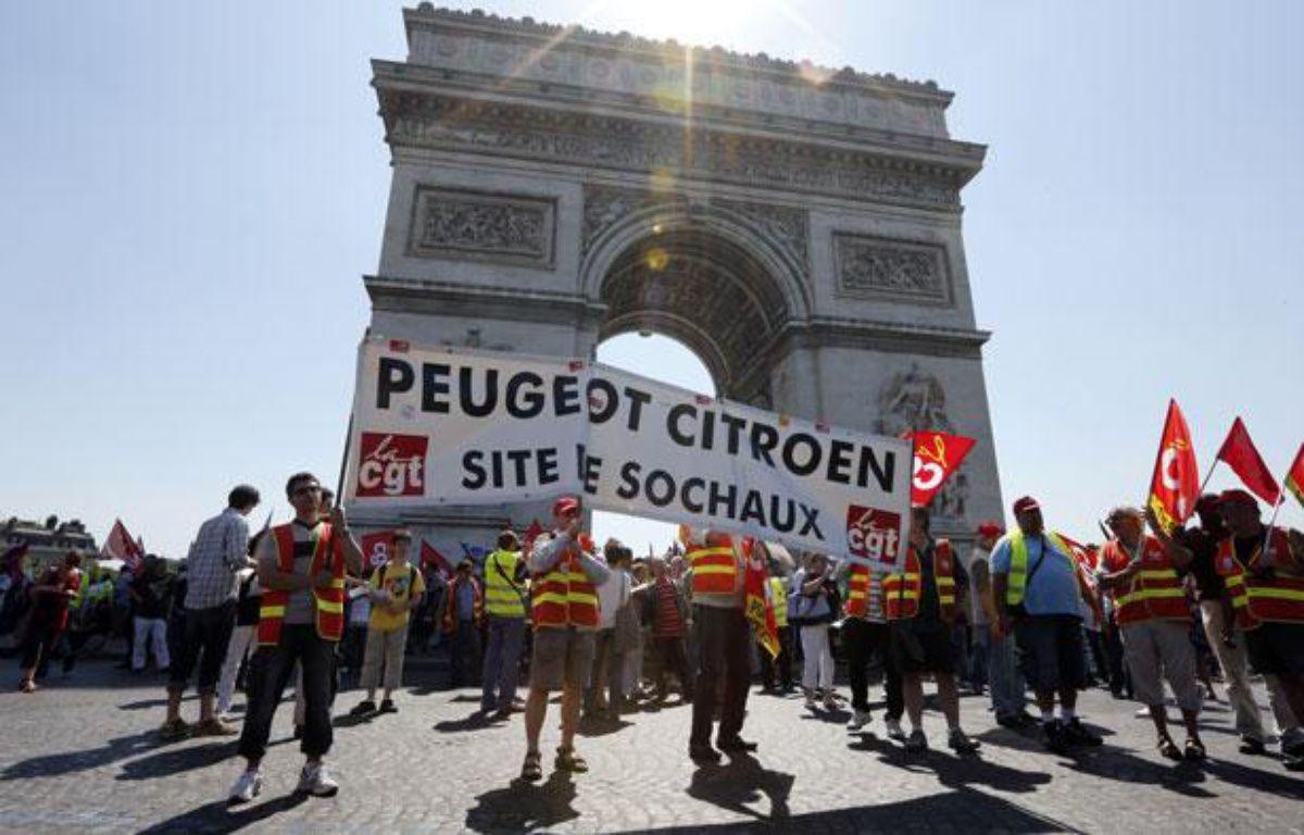 Manifestation des salariés de PSA mercredi 25 juillet à Paris – P.VERDY / AFP