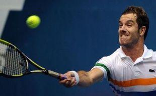 Richard Gasquet, 14e joueur mondial, et Gilles Simon (N.38) se sont qualifiés vendredi pour les demi-finales du tournoi ATP de Bangkok (dur, intérieur), mais les deux Français n'auront pas à se livrer une bataille fratricide.