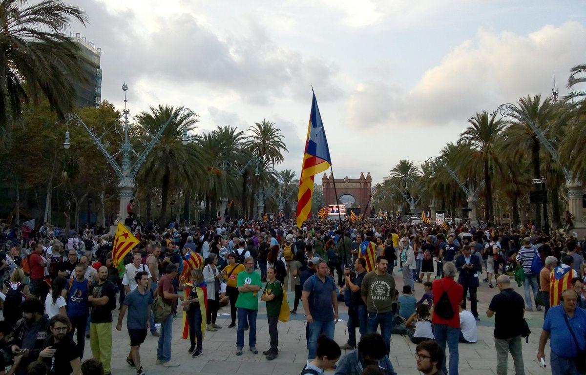 Des Catalans pro-indépendance ont suivi le discours de Carles Puigdemont, le 10 octobre 2017. – A.VABRE/20 MINUTES