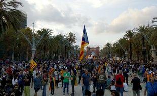 Des Catalans pro-indépendance ont suivi le discours de Carles Puigdemont, le 10 octobre 2017.