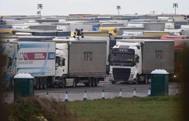 648x415 des camions attendent en angleterre de pouvoir aller en france le 22 decembre 2020