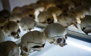 Les crânes de victimes du génocide rwandais à Nyamata, au Rwanda