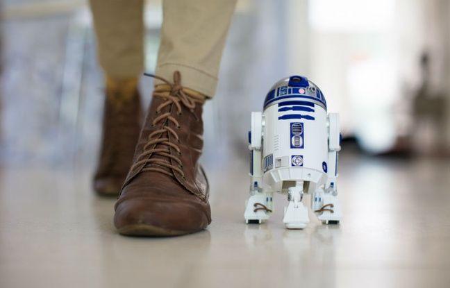 R2-D2 peut se déplacer en mode bipode ou tripode.