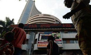 Le gouvernement indien a annoncé jeudi qu'il restait vigilant et prêt à prendre toutes les mesures nécessaires pour assurer sa stabilité financière, après la décision de la Réserve fédérale américaine (Fed) de réduire son soutien monétaire à l'économie des Etats-Unis.