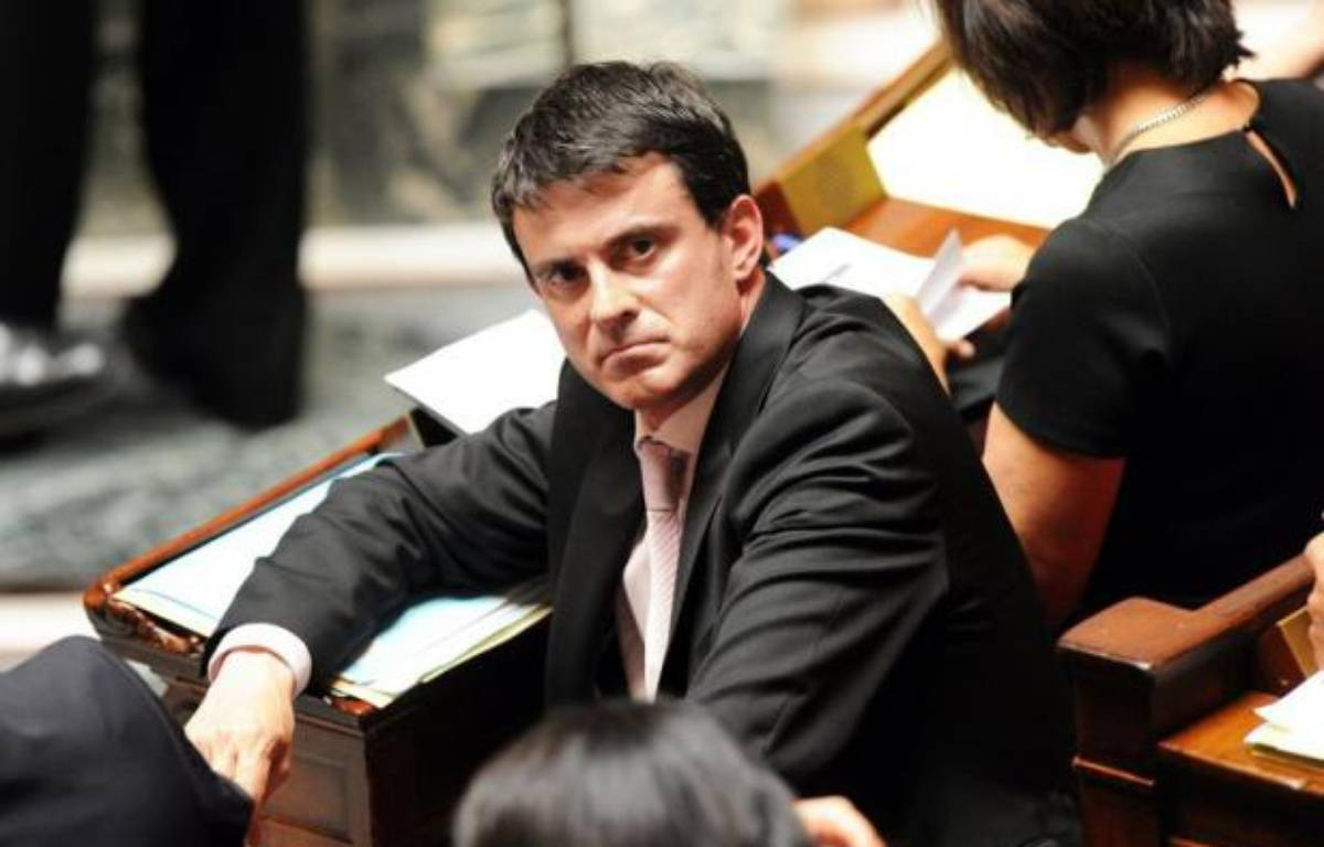 """L'association La Voix des Roms a estimé dimanche que la politique du ministre de l'Intérieur, Manuel Valls, concernant les Roms était comparable à celle de ses prédécesseurs UMP Place Beauvau, affirmant que le ministre PS """"pourrait porter les couleurs de l'UMP"""" en 2017. – Mehdi Fedouach afp.com"""