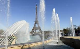 Il ne sera pas seulement question de nettoyer les jardins du Trocadéro, mais aussi de les embellir en y plantant des cerisiers.