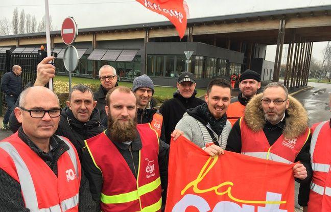 Grève des éboueurs au CVO de Sequedin, mardi 7 février 2017.
