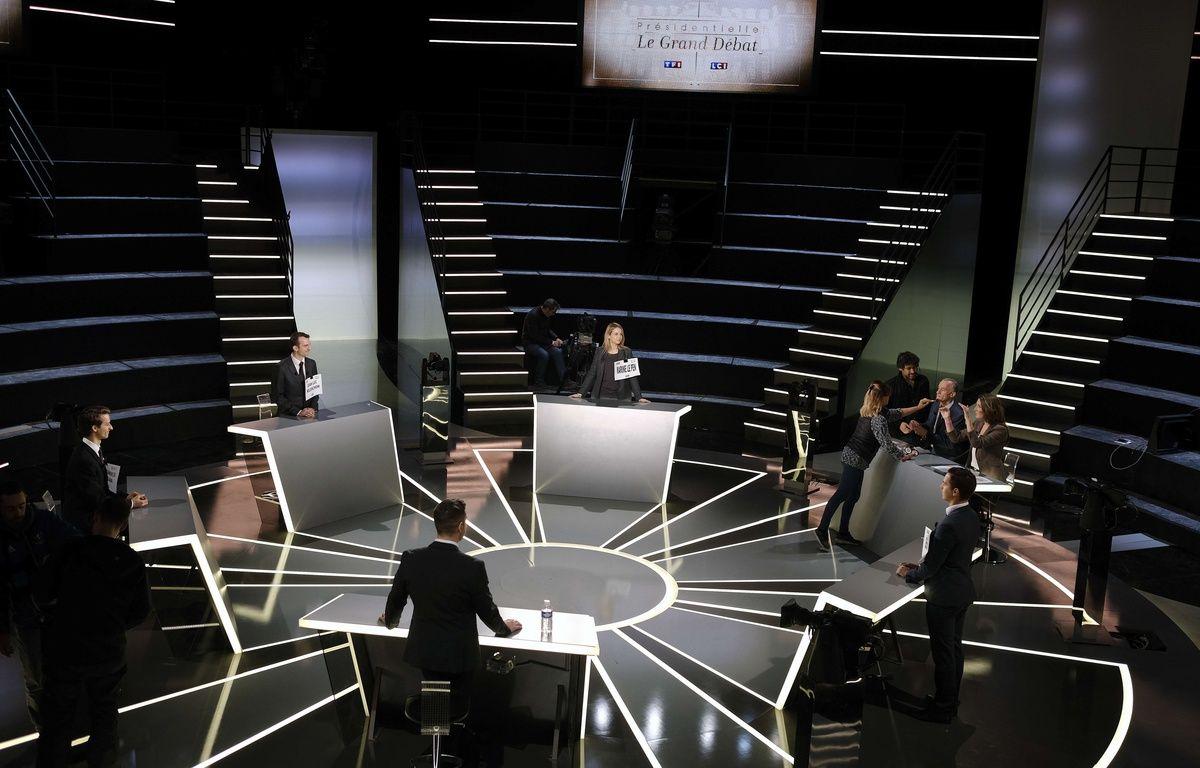 Le plateau de télévision qui accueillera en direct sur TF1 et LCI Le grand débat de la présidentielle qui sera anime lundi 20 mars 2017 par Anne-Claire Coudray et Gilles Bouleau. – SIPA