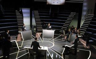 Le plateau de télévision qui accueillera en direct sur TF1 et LCI Le grand débat de la présidentielle qui sera anime lundi 20 mars 2017 par Anne-Claire Coudray et Gilles Bouleau.