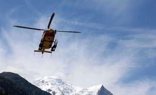 Un hélicoptère des secours dans le massif du Mont-Blanc (illustration).