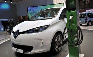 """La citadine électrique Zoé sera lancée après la Clio IV et """"les premières livraisons seront faites en 2012, comme annoncé"""", a poursuivi M. Tavares. Renault avait confirmé cette semaine un report de l'automne 2012 à 2013 avant de revenir en arrière."""