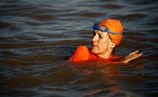 L'ambassadrice des Pays-Bas au Soudan a nagé samedi dans le Nil à Khartoum après avoir gagné le pari de faire exploser les mentions