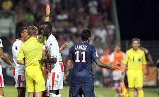 Ezequiel Lavezzi exclu par l'arbitre Clement Turpin lors du match face à Ajaccio, le 19 août 2012.