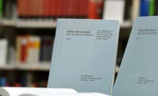 Un exemplaire de Mein Kampf présenté à Munich le 8 janvier 2015