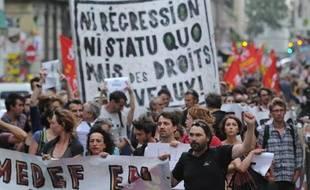 Des intermittents du spectacle manifestent le 4 juillet 2014 à Avignon