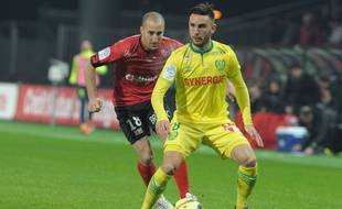 Guingamp's French midfielder Lionel Mathis (L) vies with Nantes' French midfielder Adrien Thomasson during the French L1 football match Guingamp vs Nantes on January 16, 2016 at the Roudourou stadium in Guingamp, western of France. AFP PHOTO FRED TANNEAU