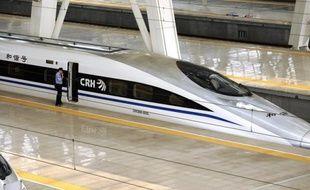 Un prototype de train à grande vitesse capable d'atteindre les 500 km/h a été dévoilé en Chine, marquant la volonté du pays de poursuivre son ambitieux programme ferroviaire malgré un accident qui avait fait 40 morts en juillet, ont rapporté mardi les médias d'Etat.
