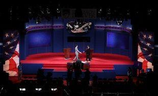 Barack Obama et Mitt Romney s'affrontent mercredi soir à Denver au Colorado (ouest) lors d'un premier débat télévisé, une épreuve à haut risque suivie par des dizaines de millions d'Américains.